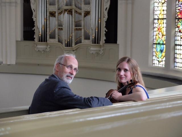 Orgel en viool tijdens tweede Marktconcert